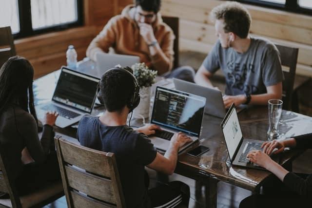 Replacer l'homme au coeur de l'entreprise. Une équipe projet, des personnes, des histoires.